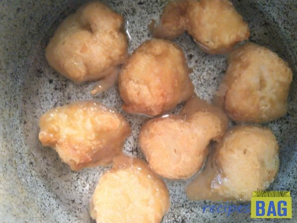 Take water in a bowl with 1/4 teaspoon salt dissolved in it. Soak the fried fritters in this salt water for 5 minutes.